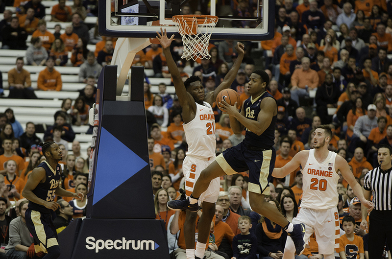 Tyler Roberson Proves To Be Key Cog In Syracuse S 2 3 Zone Defense