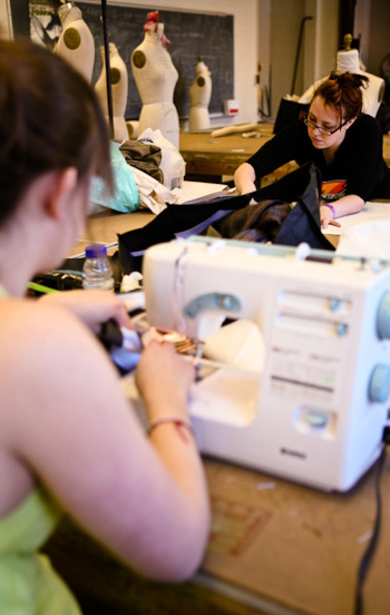 Make It Work Su Fashion Design Students Intern For New York Fashion Week The Daily Orange